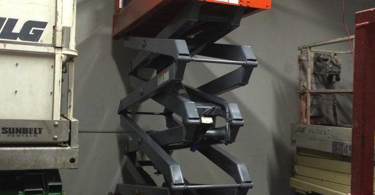 SkyJack SJIII 3226 Sissor Lift w/Ext-Deck